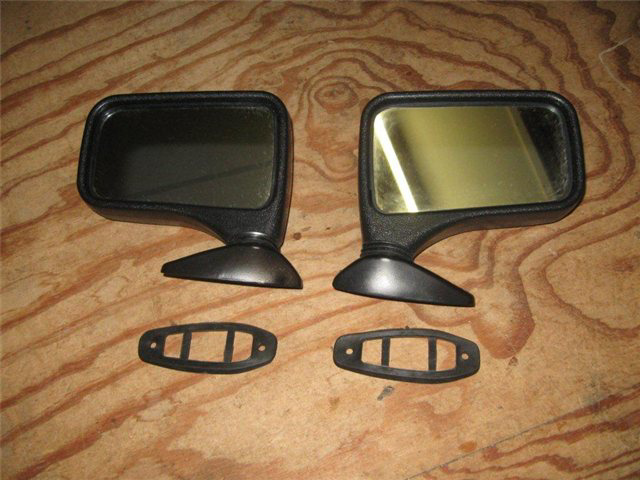 Afbeeldingen van spiegel 1500 op portier, links