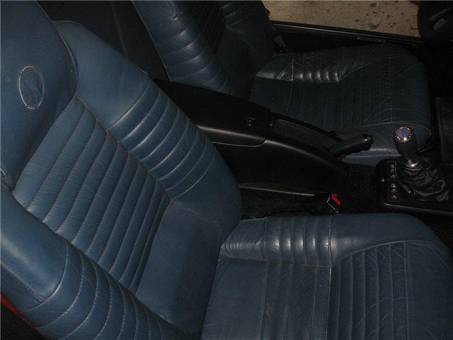 Afbeeldingen van armsteun tussen stoelen, zwart