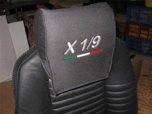 Afbeeldingen van stoelhoesjes 1500 met geborduurd logo
