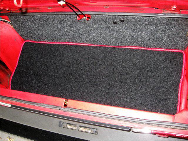 Afbeeldingen van tapijt bagageruimte achterzijde, ROOD